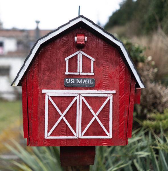 Barn Mailbox
