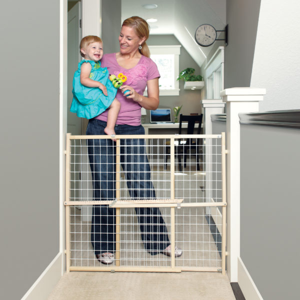 Extra-Wide Wire Mesh Gate with mom and baby